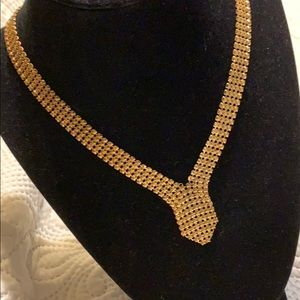 Gold tone vintage style necklace